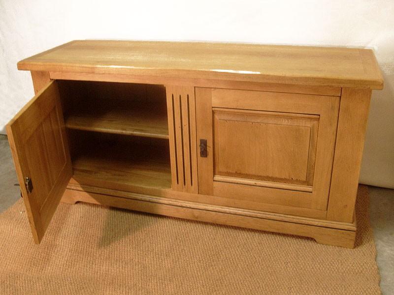maie berry en ch ne massif buffet 2 portes meubles bois. Black Bedroom Furniture Sets. Home Design Ideas